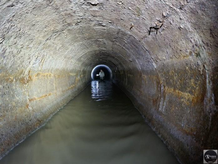 Ваня в тунелі під землею. А єдиний вихід високо і далеко