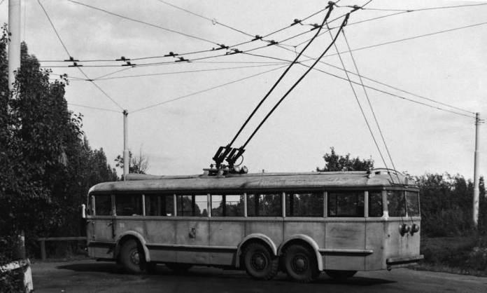 Тролейбус «Škoda 3Tr» другої модифікації під час роботи на лінії у Пльзеню. Фото 1950-х років