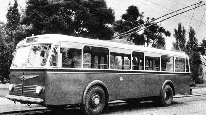 Зовнішній вигляд тролейбуса «Škoda 6Tr», який виготовлявся у повоєнні роки. Машини цієї моделі працювали до 1971 року