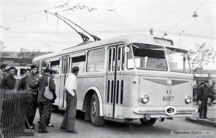 Тролейбус «Škoda 8Tr» у столиці Китаю Пекіні. Кінець 1950-ї років
