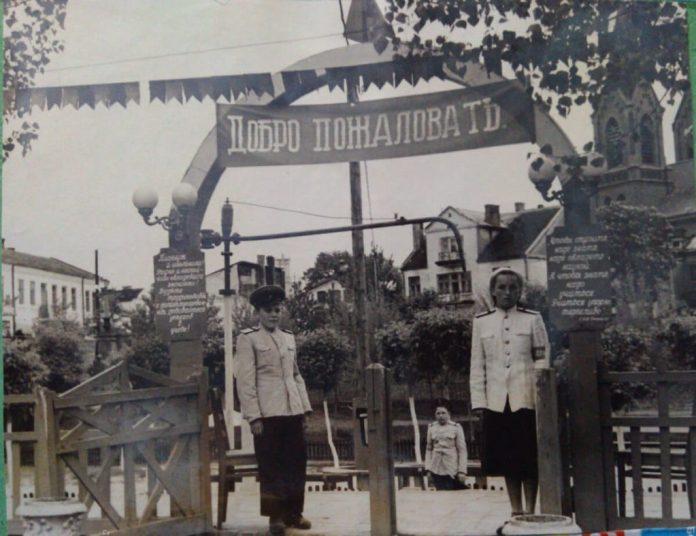 Вихід на перон з вокзалу, 1951 рік