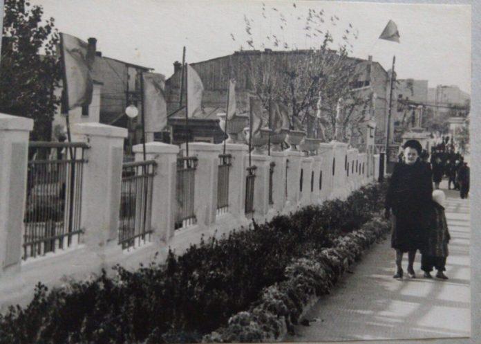 За парканом – дитяча залізниця. вулиця Сталіна, 1951 рік