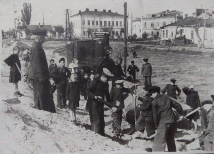 Будується дитяча залізниця, 1948 рік
