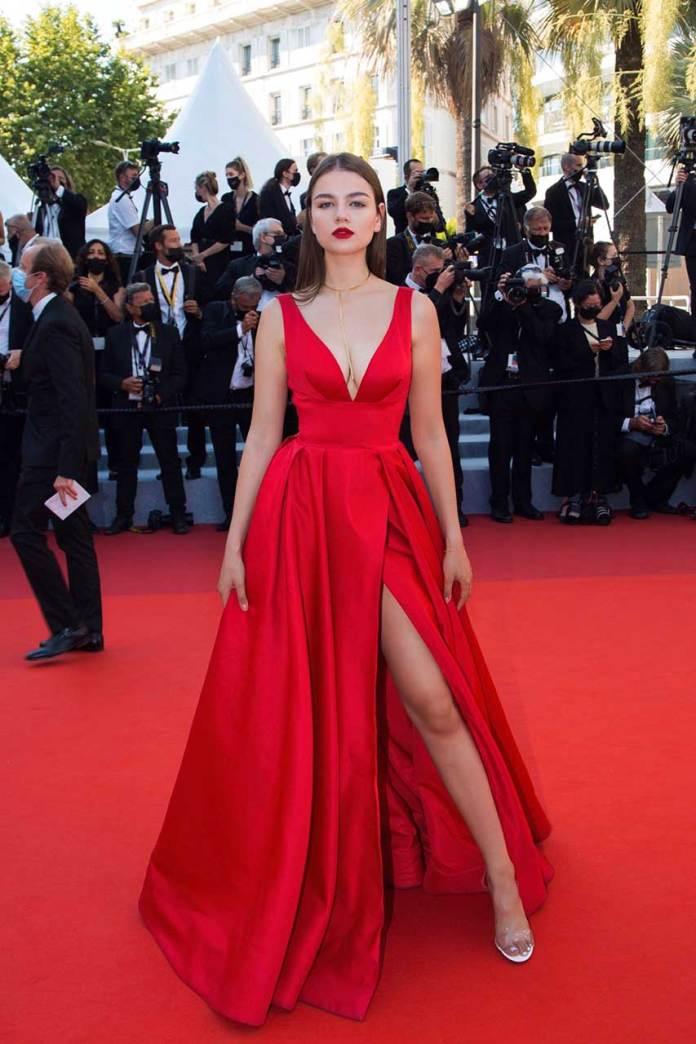 Анастасія Федик - на червоній доріжці 74-го Каннського кінофестивалю
