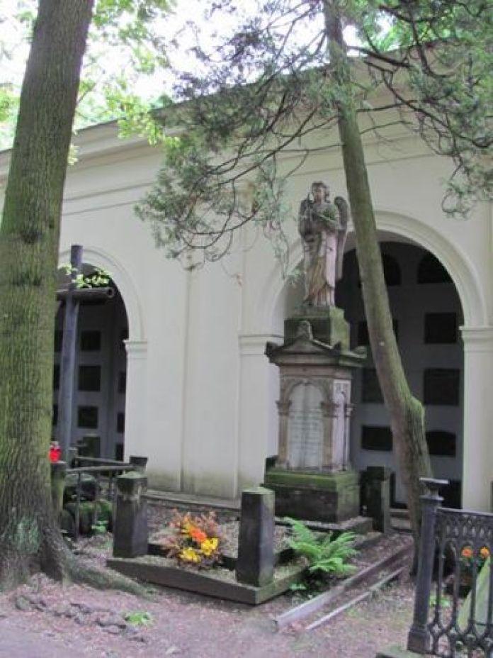 Могила Зофії на Повонзках біля катакомб
