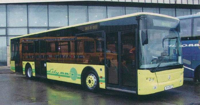 Перший експериментальний автобус (прототип) моделі ЛАЗ А183 під час автосалону в Москві із держномером 009-30 ТА. Від серійного автобуса ЛАЗ А183 прототип відрізняється розміщенням середніх дверей. Фото 2005 року
