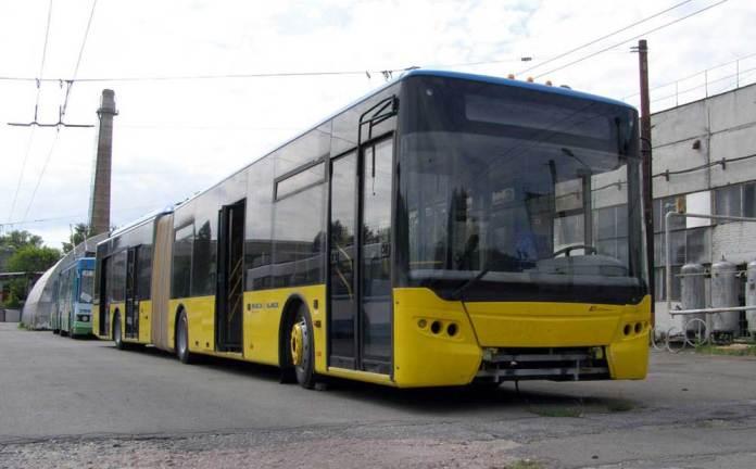 Тролейбус-прототип ЛАЗ Е291 (заводський № 1), виготовлений у 2006 р., який не експлуатувався із пасажирами на території Куренівського тролейбусного депо № 4 у Києві. Був частково розкомплектований. 2008 р. Автор фото – Денис Волотовський
