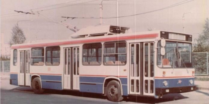 У салоні експериментального тролейбуса ЛАЗ-698Т. Кадр із кінохроніки