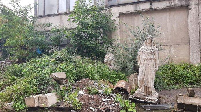 Територія Львівської експериментальної кераміко-скульптурної фабрики