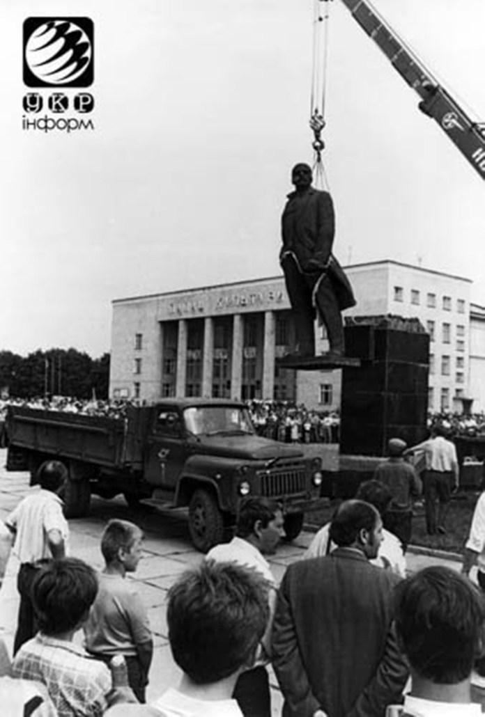 Червоноград, демонтують пам'ятник Леніну