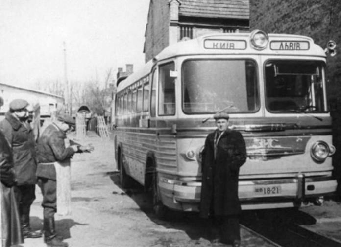 Міжміський автобус ЗіС, що курсував за маршрутом Львів – Київ. 1950-ті рр.