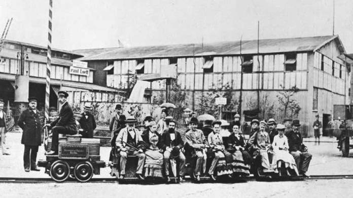 Виставкова електрична залізниця, створена Вернером фон Сімменсом. 1879 р.