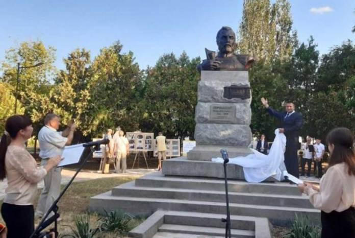 Урочисте відкриття пам'ятника Ф.А. Піроцькому в Олешках. 2019 р. Джерело – прес-служба Олешківської міськради.
