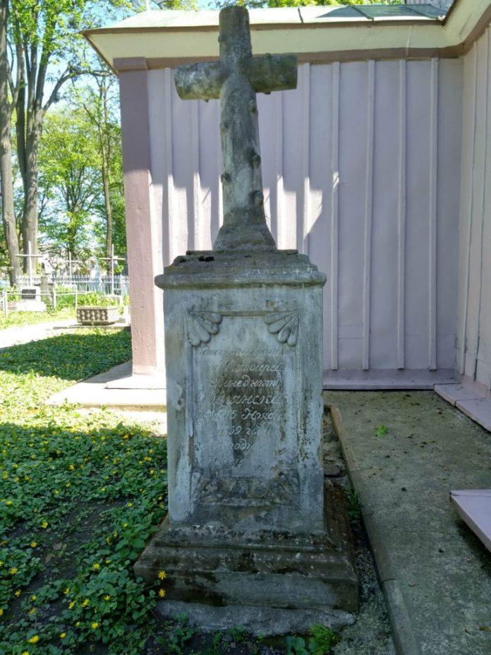 Могила Протоієрея Венедикта Омелянського, померлого 1859 року