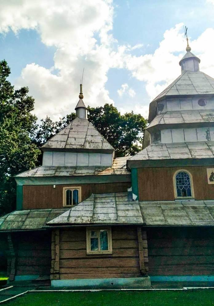 Вигляд на храм в с. Підгірці на Стрийщині при в'їзді в село. Світлина Ігоря Скленара