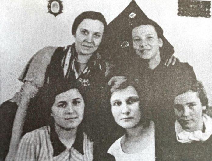 У швейній майстерні Ніни Негрбецької, 1930-і роки
