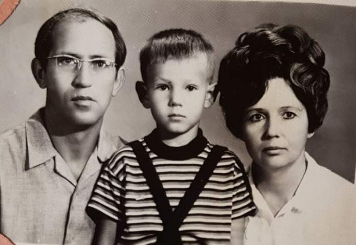 Наталя Негребецька (по чоловіку Популова) з чоловіком Анатолієм та сином Генадієм, 1966 рік