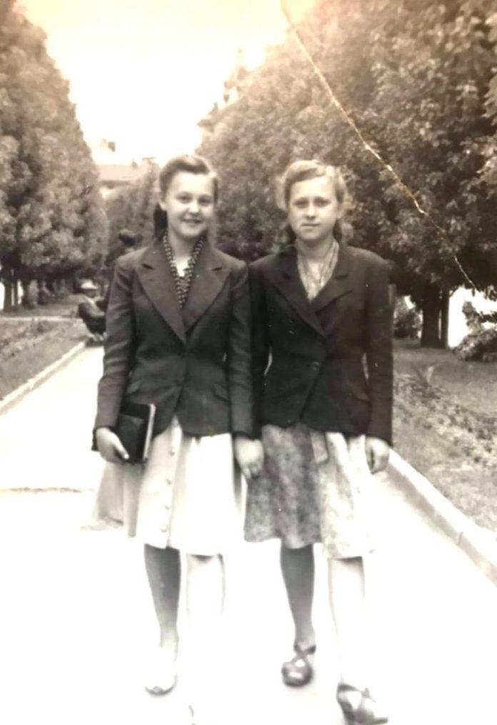 Людмила Негребецька та Раїса Судик, Львів, 1947 рік