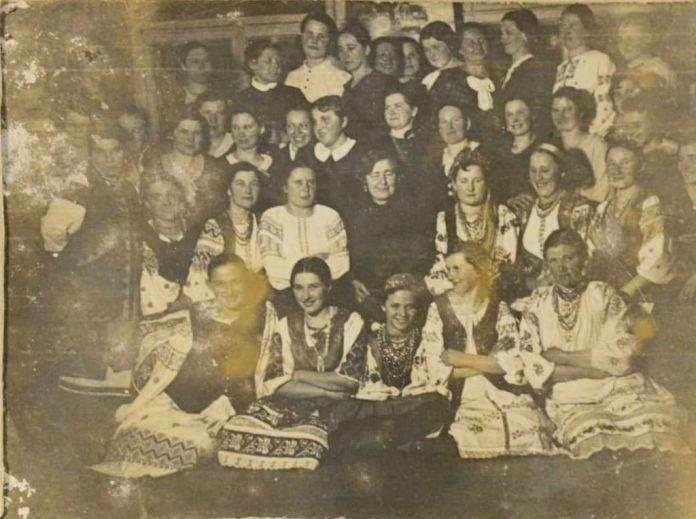 """Курси куховарок, організовані """"Союзом українок"""" у Рівному, 1930-і роки"""