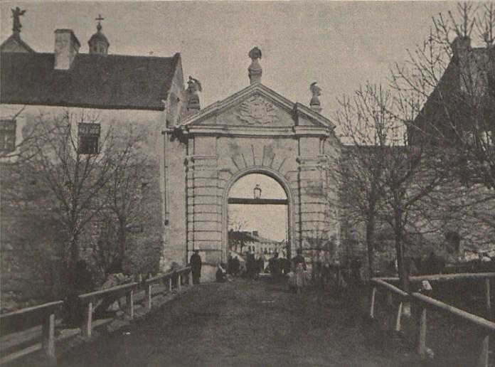 Глинська (Краківська) брама в Жовкві, 1900 р.