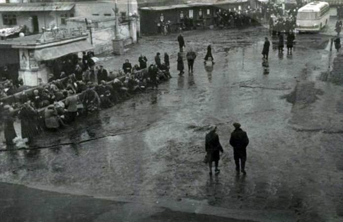 Автостанція № 2 на пл. Криничній біля станції Підзамче у 1960-ті рр.