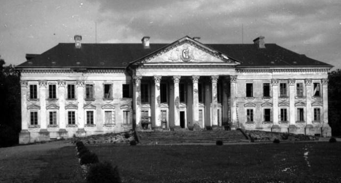 Млинівський палац Ходкевичів, де спершу бачили привид Розалії. Будівля не дожила до наших днів