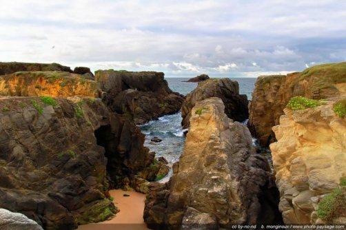 Rochers et falaises sur le littoral de la presqu'île de Quiberon