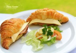 ham-and cheese-croissant