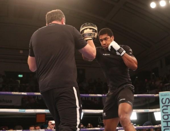 https://i1.wp.com/photo.boxingscene.com/uploads/anthony-joshua%20(7)_8.jpg?w=598&ssl=1