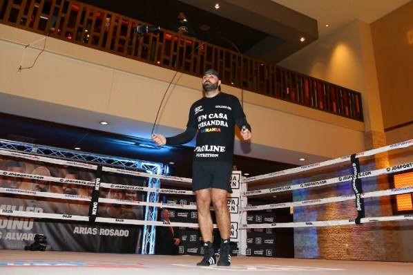 https://i1.wp.com/photo.boxingscene.com/uploads/dinu%20(4).jpg?w=598&ssl=1