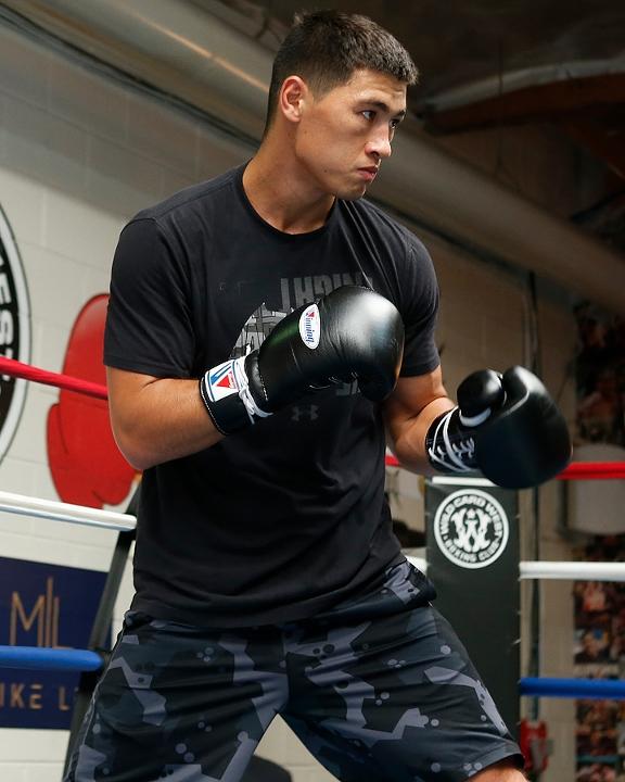 https://i1.wp.com/photo.boxingscene.com/uploads/dmitry-bivol%20(6)_4.jpg?w=598&ssl=1