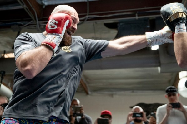 https://i1.wp.com/photo.boxingscene.com/uploads/tyson-fury%20(15)_1.jpg?w=598&ssl=1