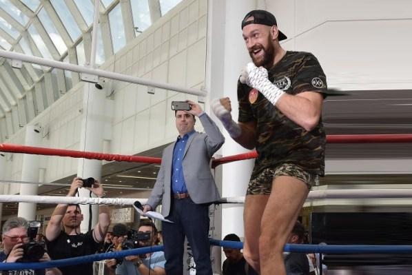 https://i1.wp.com/photo.boxingscene.com/uploads/tyson-fury-4_3.jpg?w=598&ssl=1