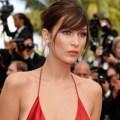 カンヌ映画祭で半端ねぇセクシードレスのモデルさんがスカートが捲れてジョリ跡も世界デビュー!