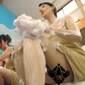 橋本マナミが全裸バスタオルなのにアウトなアングルでボカシの放送事故&おっぱいギリ見せの技