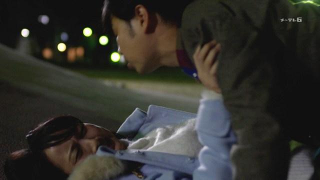 松井玲奈のニットおっぱい&ラブホ拒否して公園で押し倒されるドラマ1