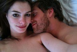【ハリウッドセレブ】アン・ハサウェイのプライベート・ヌードがハッカーによって流出!夫とのベット自撮りも