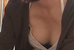 女子アナ、タレント、素人さんなどテレビ出演中の無防備な胸チラハプニング【まとめ】乳首もw