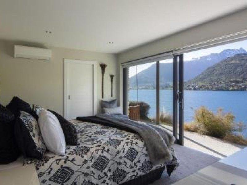 Kohanga Luxury Lakeside Villa