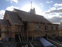 15 - возводим крышу и обшиваем стены храма