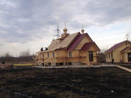20- возводим крышу и обшиваем стены храма
