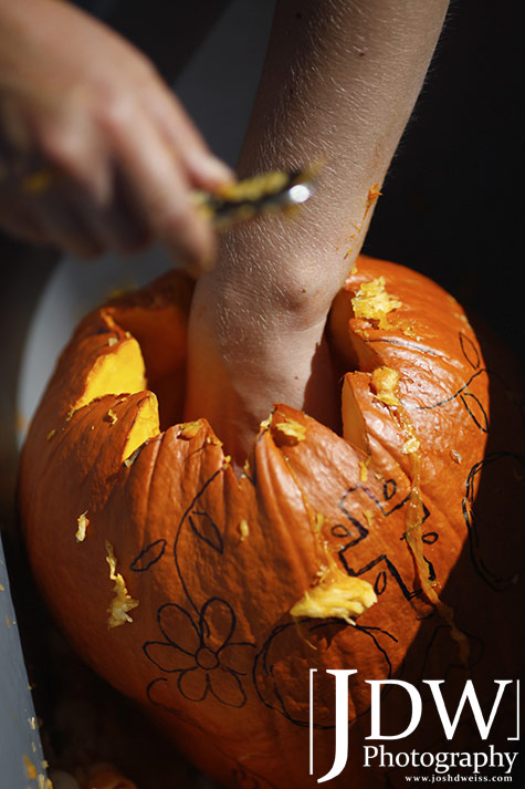 101017_JDW_PumpkinCarving_0010