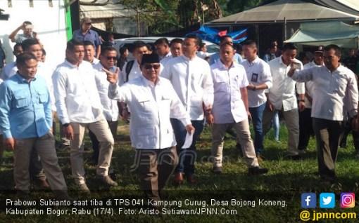 Sempat Dikabarkan Mau Berkuda, Prabowo Naik Mobil Datangi TPS - JPNN.COM