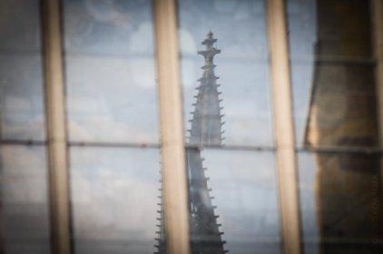 Im Fenster der Kirche St. Ursula