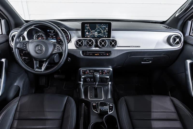 Mercedes-Benz X-Class extremely aggressive 6-wheeler