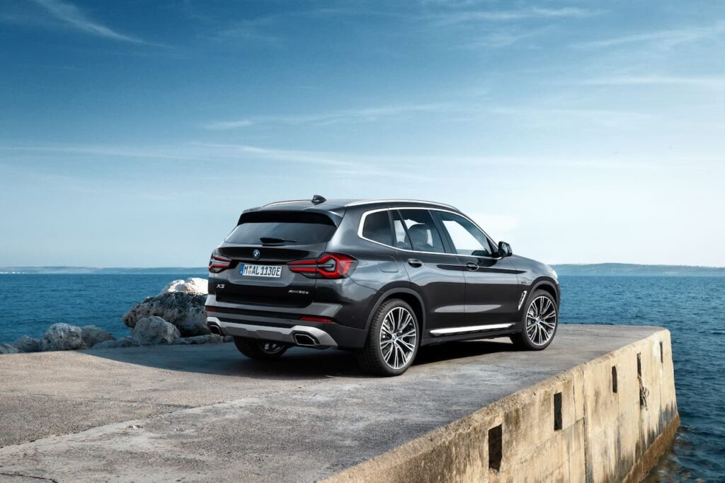 BMW X3 and BMW X4 LCI 2022 version launched 7