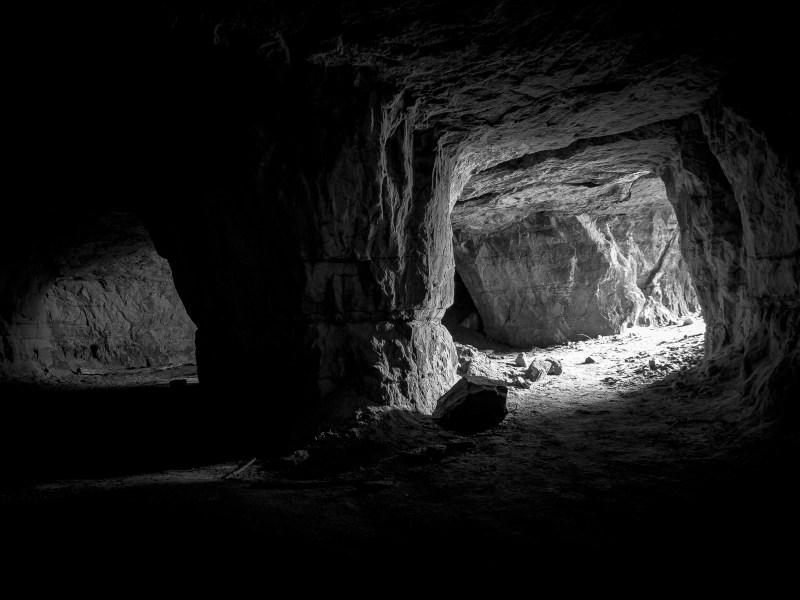 Bücher Höhlen I