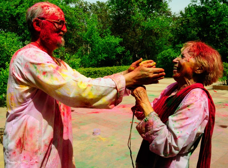 Hashmat-Singh-Holi-couple2ff7b9saadjsmall