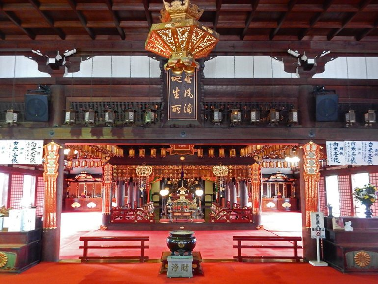 interior vew of zentsui-ji in Shikoku