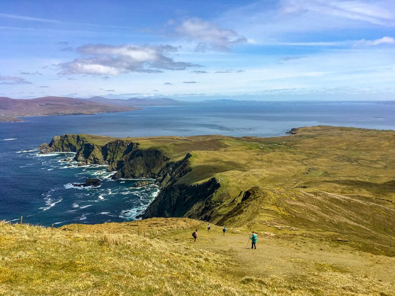 ireland-west-coast-hikers-near-sea-cliff
